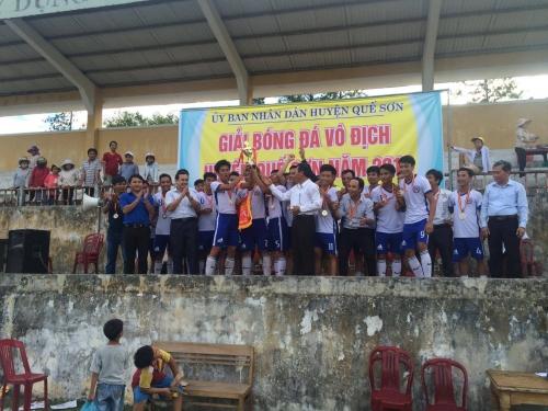 Chung kết và bế mạc giải bóng đá vô địch huyện Quế Sơn.