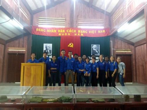 Đoàn viên, thanh niên xã Quế Long về nguồn tại khu di tích khu ủy khu V