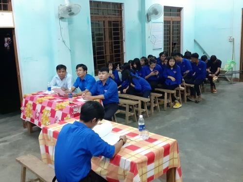 Đồng chí Nguyễn Xuân Đức – PBT Thường trực Tỉnh Đoàn dự sinh hoạt chi đoàn tại xã Quế An, huyện Quế Sơn