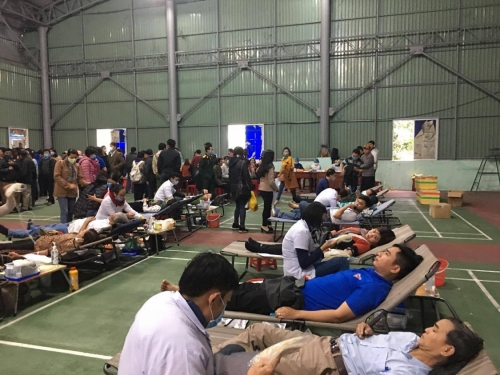 Gần 400 cán bộ, đoàn viên thanh niên huyện Quế Sơn tham gia hiến máu tình nguyện