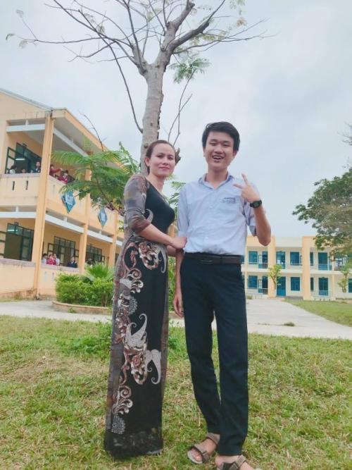 Giấc mơ trở thành Bác sĩ đa khoa của cậu học trò nghèo làng Hương Lộc, thị trấn Hương An.