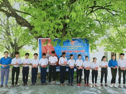 """Hương An: Lễ kết nạp đoàn viên """"Lớp 130 năm ngày sinh của Chủ tịch Hồ Chí Minh"""""""