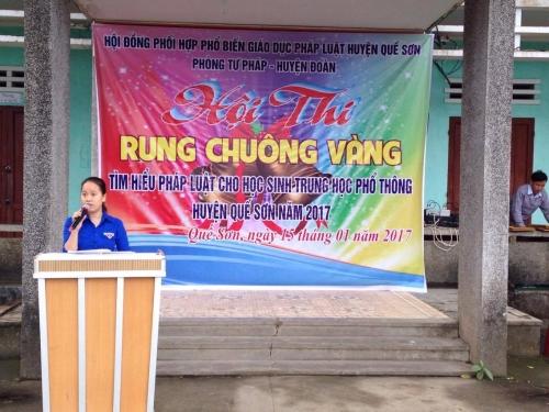 """Huyện đoàn phối hợp với Phòng Tư pháp huyện tổ chức Hội thi Rung chuông vàng """"Tìm hiểu pháp luật"""" năm 2017 dành cho học sinh 2 trường THPT."""