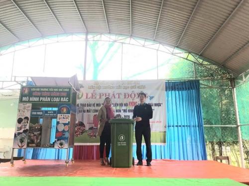 """Liên Đội TH Quế Châu ra mắt công trình măng non """"Mô hình phân loại rác thải"""""""