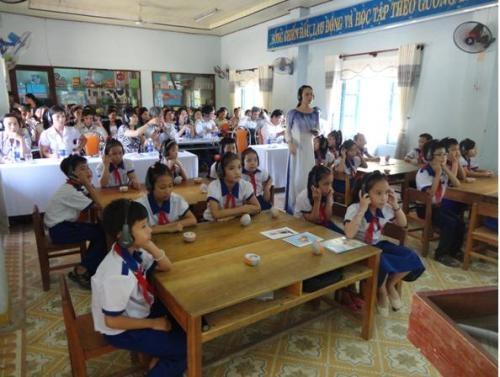 Một số trò chơi được tổ chức trong lớp học, hội trường, trên xe
