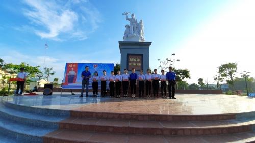 Quế Phú: Tổ chức Lễ kết nạp Đoàn viên mới nhân dịp 130 năm sinh nhật Bác