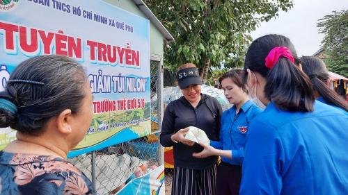 """Quế Phú: Trao sinh kế cho thanh niên nghèo và triển khai mô hình """"Chợ giảm túi nilon"""""""