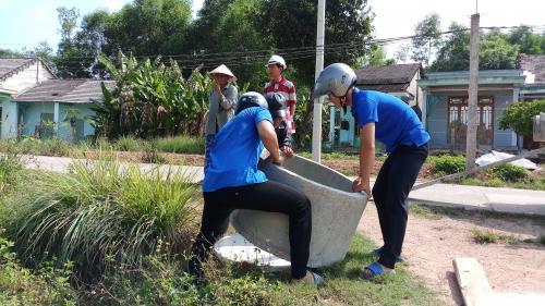 Quế Phú: Xây dựng CTTN bể thu gom rác thải đồng ruộng