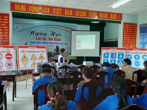 Quế Sơn: Tổ chức tập huấn kỹ năng lái xe an toàn