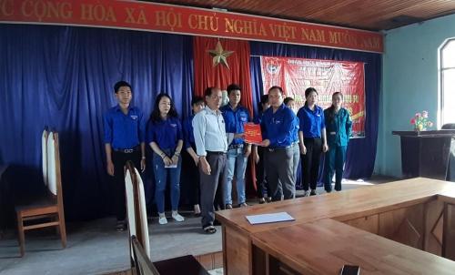 Quế Xuân 1: Tổ chức Lễ Kết nạp đoàn viên mới và trao danh sách đoàn viên ưu tú cho cấp ủy Đảng