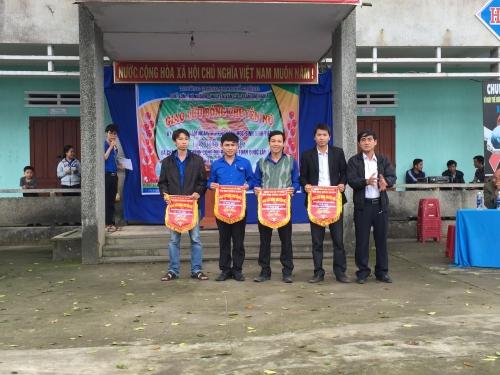 THPT Quế Sơn: Tổ chức giao lưu bóng chuyền.