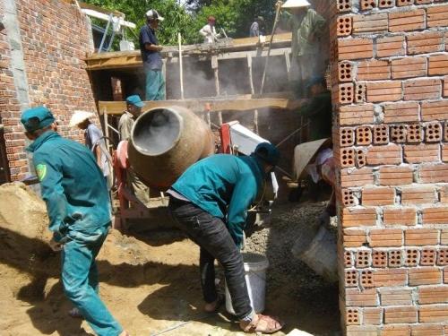 Tình nguyện hỗ trợ thanh niên công nhân có hoàn cảnh khó khăn